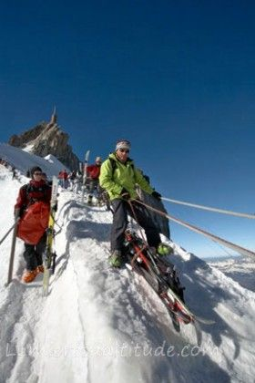 Descente de l'arete de l'aiguille du midi, Massif du Mont-Blanc, Haute-savoie, France