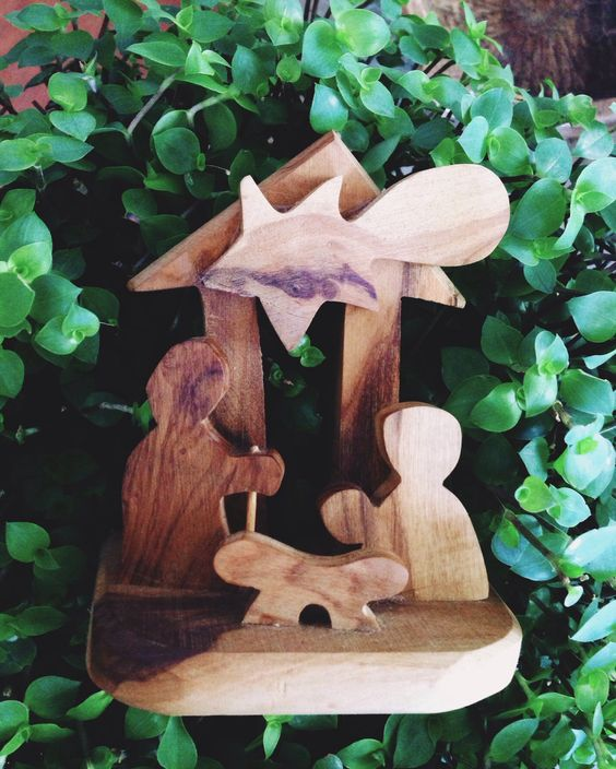 Love the simple lines on this nativity scene