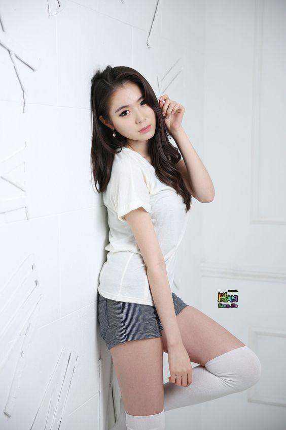 Daddy's home.  |  [Min Yu Rin] 2014.1.22 - Knee Socks - Imgur