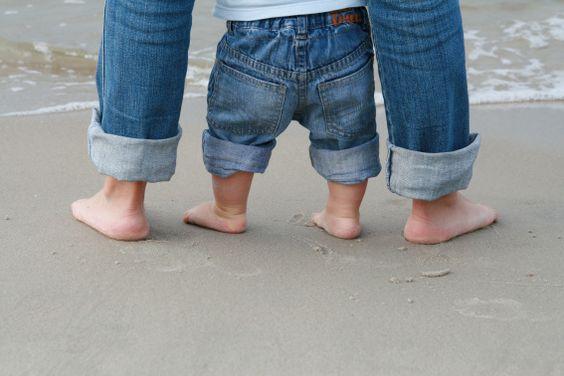 Pés descalços na Areia da praia