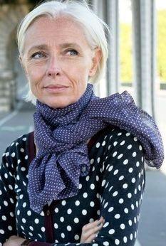 Moda outono: lenços, cachecóis e echarpes - Viva 50 por Maria Celia e Virginia Pinheiro