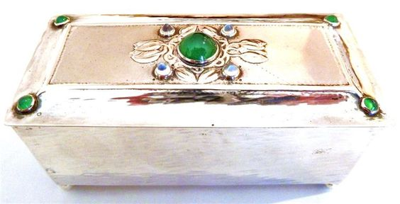 Guild of Handicrafts, small silver box, London,1904 -  Set with green chyroprase and moonstones