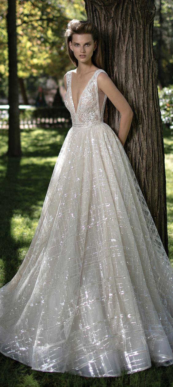 32 sexy deep plunging v neck wedding dresses sexy for Necklace for v neck wedding dress