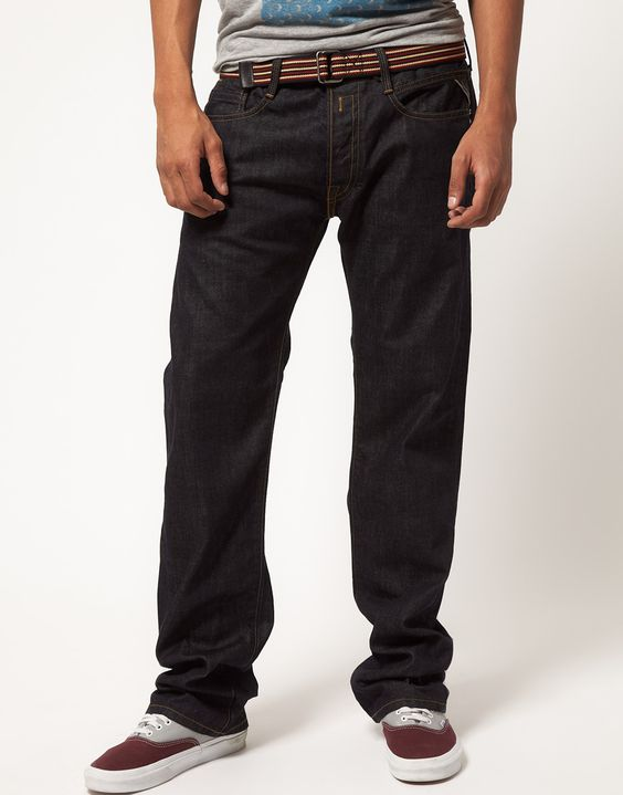 These straight jeans by Replay have been constructed in dark indigo denim. They come in a regular fit with a straight leg and a regular rise. The details include: classic five pocket styling, contrast stitching throughout, standard hem and brand tab on waist to the reverse. These straight jeans by Replay have been styled with plimsolls .