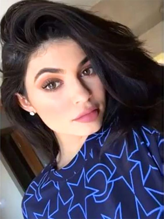 Kylie Jenner's Makeup Routine: Exactly How She Does it in 22 Steps – Style News - StyleWatch - People.com