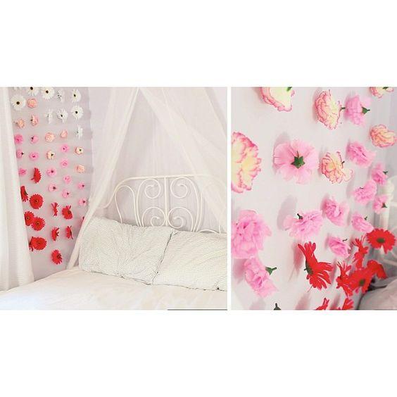 Floral wall decor laurdiy instead of a headboard for Room decor laurdiy