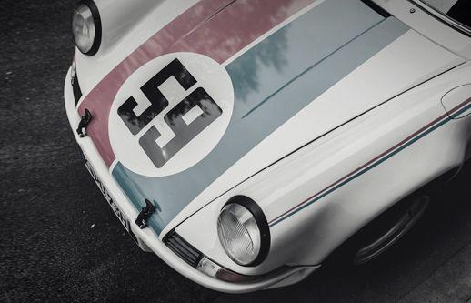 Racing Porsche 911.