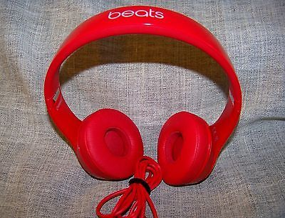 Beats by dre Solo 2 Headphones Red https://t.co/aHBfR8wpiC https://t.co/gHTU5fHuvD