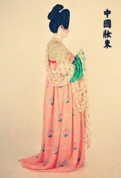 """新中式: """"Historical reconstruction of the traditional clothing worn during the Han, Song, Tang, and Ming Dynasties. I haven't been able to locate more information about this fabulous project or its creator(s)- does anyone know more?"""""""