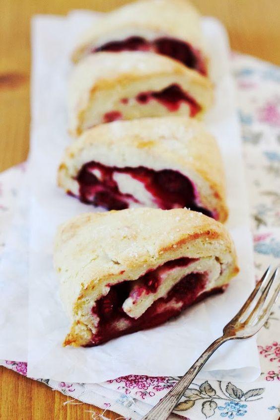Tati Cupcake: Scones mit Joghurt & Himbeeren.