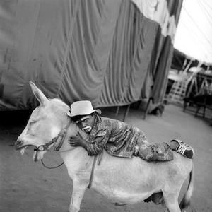 Mary Ellen Mark LIFE MAGAZINE - THE GREATEST SHOW IN INDIA - 905W-000-043