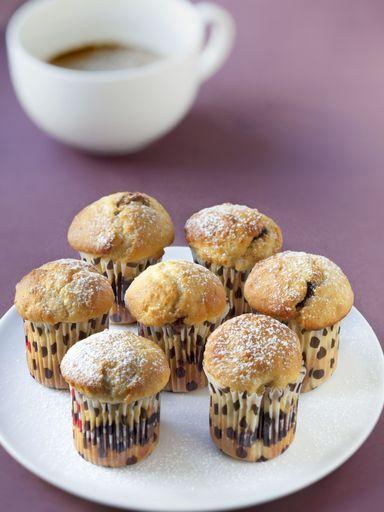 - Muffins Nutella -  Testé & approuvé , en doublant les doses on obtient 24 muffins.  astuce : mettre 1/3 de pâte faire cuire 5mn , ressortir du four mettre le nutella et le restant de pâte et poursuivre la cuisson!  #muffin #nutella