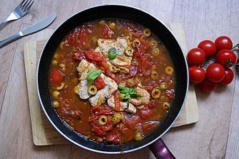 kuřecí s rajčatovou-olivovou omáčkou