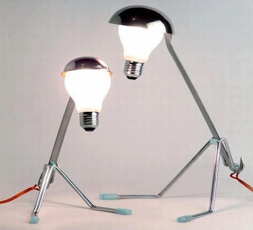還是搞不清楚...    燈泡是怎麼裝上去又是怎麼亮的呢?