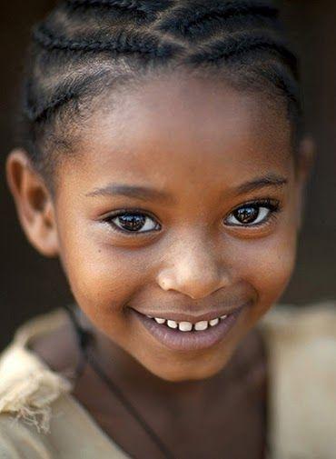 Happy Ethiopian girl. NOS LLEGÓ UN ANGELITO BELLO DE ETIOPÍA.