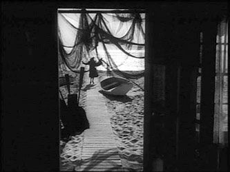 Raw Deal - Anthony Mann 1948 - trapped in a net.