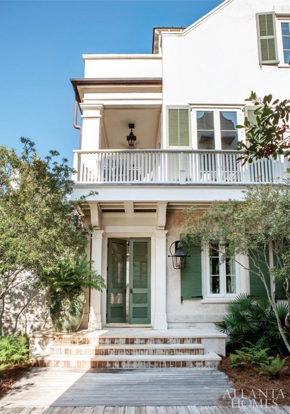Charleston Single House-style home