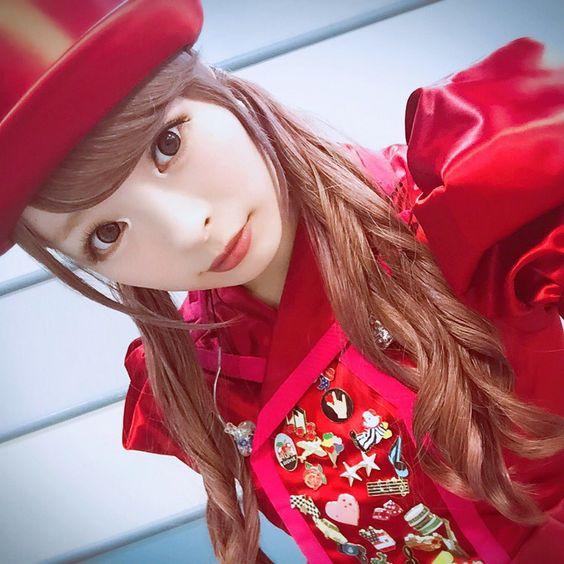 赤いドレスのきゃりーぱみゅぱみゅ