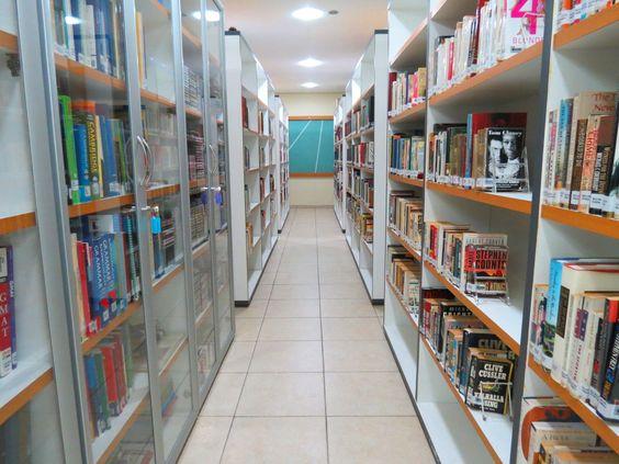 Biblioteca do ICBEU Manaus - Está aberta a todos os alunos, professores e a comunidade manauara em geral oferecendo possibilidades de acesso a serviços de consulta local e empréstimo domiciliar de ampa variedade de informações sobre a cultura a americana e língua inglesa.