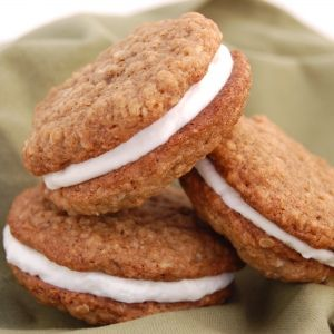 Oatmeal Creme Pies - Yes, I think I will make these.