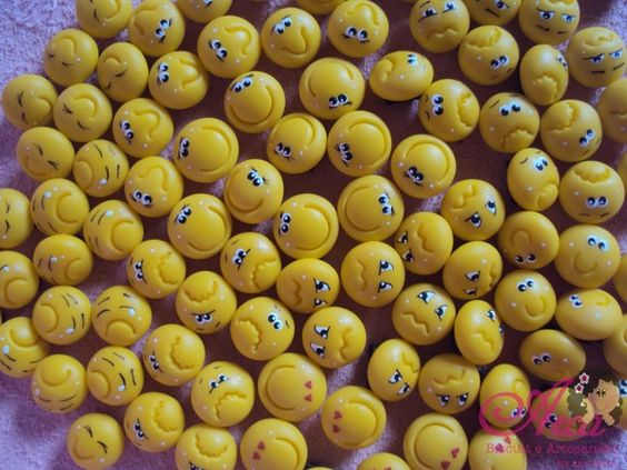 Carinhas felizes,tristes,apaixonadas... Pedido minimo : 50 unidades R$0,55: