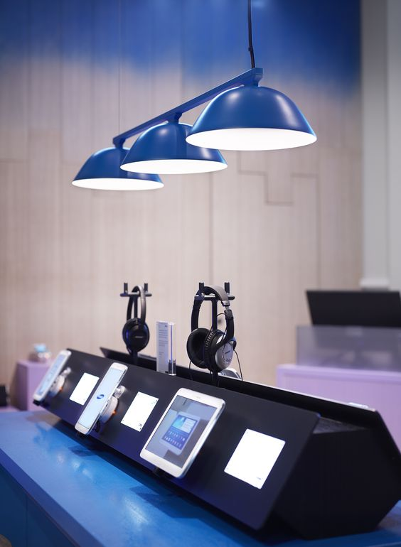 Samsung Pop Up Store at Copenhagen Airport. Concept, Design & Production by Cheil Nordic.