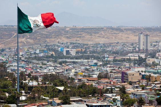 """Con su lema: """"Aquí empieza la patria"""" Tijuana es la esquina de Ámérica Latina, ya que es la ciudad más occidental de Latinoamérica."""