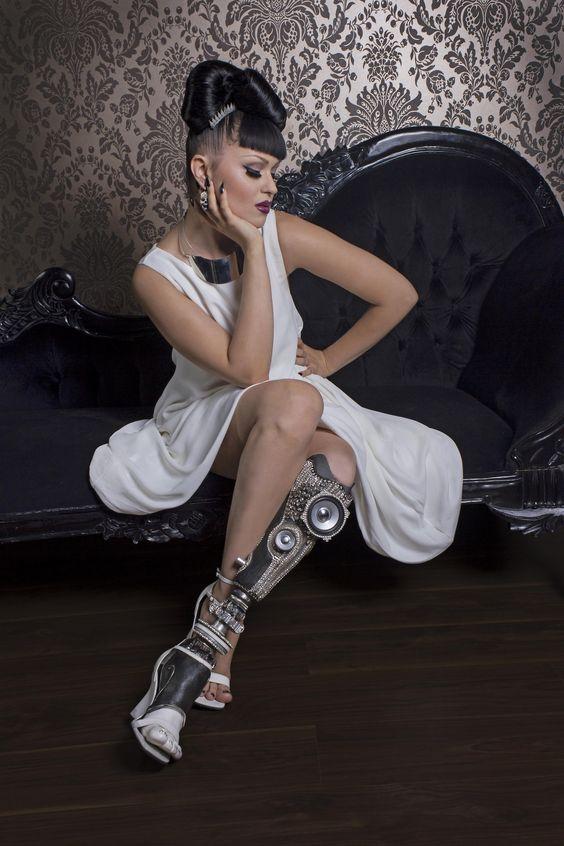 Steampunk Tendencies | Viktoria Modesta - Alternative Limb - Stereo Leg http://www.steampunktendencies.com/post/79969613755/