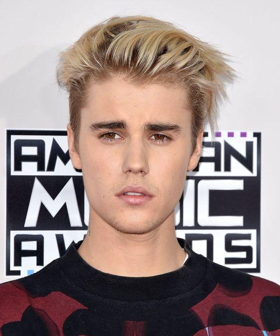 """Pin for Later: De """"Baby"""" à Tombeur: l'Incroyable Évolution des Cheveux de Justin Bieber 2015"""