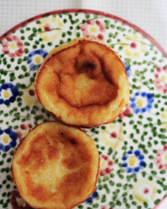 Love and a Cinnamon Roll | The Art of Simplicity: SOBREMESA