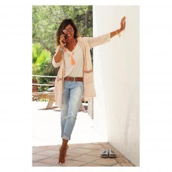 Mytenida con jeans skinny rasgados... ¡Nos encanta!