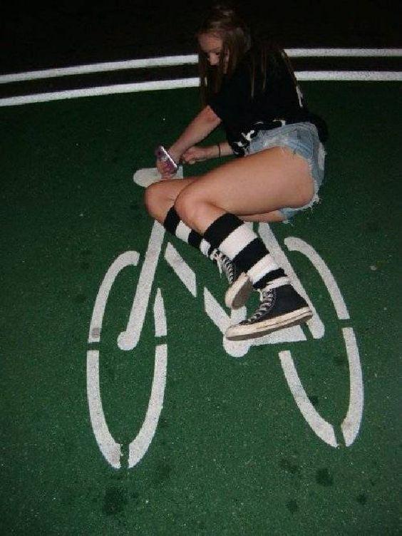 【3次元・画像】ムッチリ美女とチャリンコとエロスと。自転車に乗る女の子ってエロいよねw