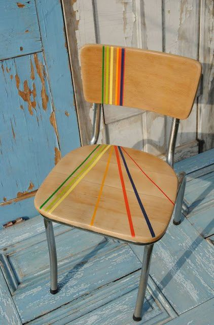 Renovar tus viejas sillas pintando líneas/ Renewing your old chairs by painting lines  #‎recycle‬ design                                                                                                                                                      Más