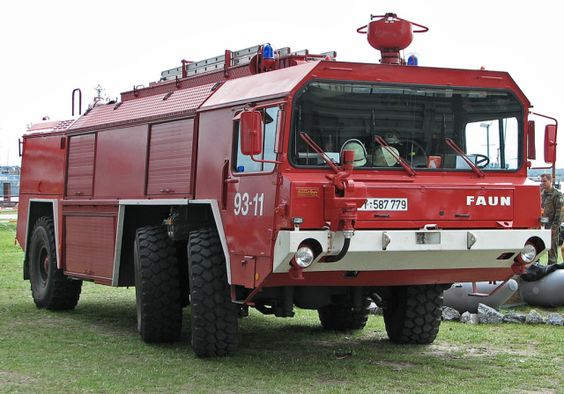 Bundeswehr-Feuerwehr-Großtanklöschfahrzeug Faun-GTLF-3500