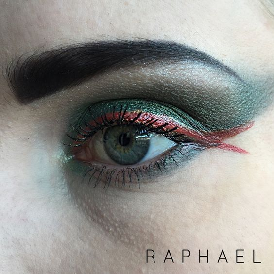 Raphael Teenage Mutant Turtle inspired eyeshadow. See how I did it at: http://www.cara-scott.com/blog/2014/10/12/tmnt-inspired-eyes