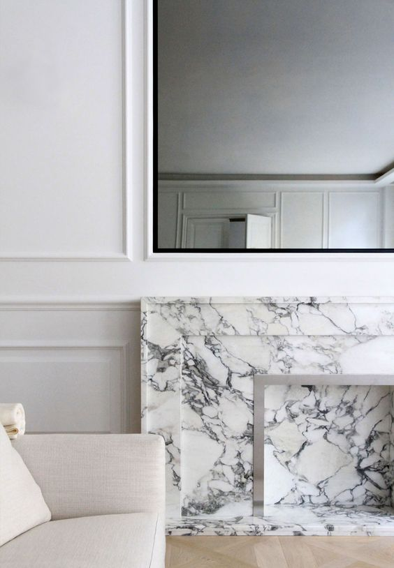 geniusly placed mirror with a perfect thin black frame. I bet it is exactly the same width in millimiters as the white paneling next to it. And the marble. This is one of those shots I would like to have as a poster, framed in thin black wood or on canvas.