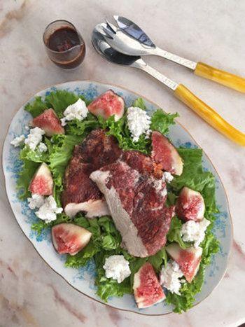 ■いちじくとシナモンチキンのサラダ■  シナモンと塩を揉みこんだ胸肉をソテーしていきます。あっさりした胸肉といちじく、カッテージチーズが絡み合って新鮮な美味しさを醸し出してくれます。