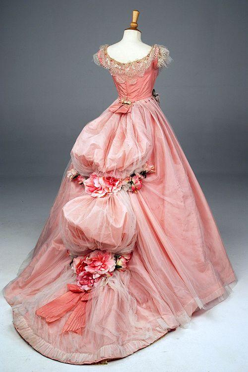 eu não me importo, mas yay | vintagegal: Máscara do vestido de bola usado por Emmy ...