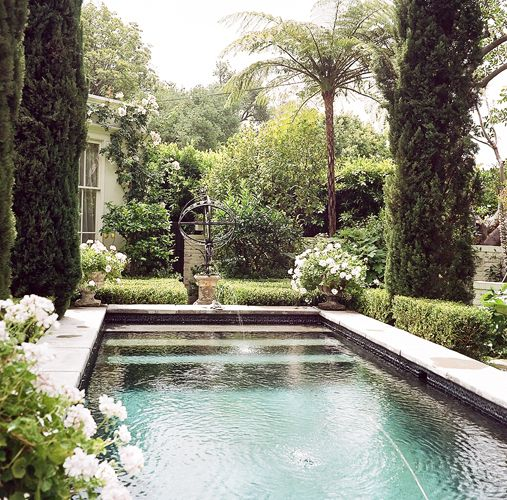 Piscine au coeur du jardin jardin terrasses pinterest for Brocante jardin anglais