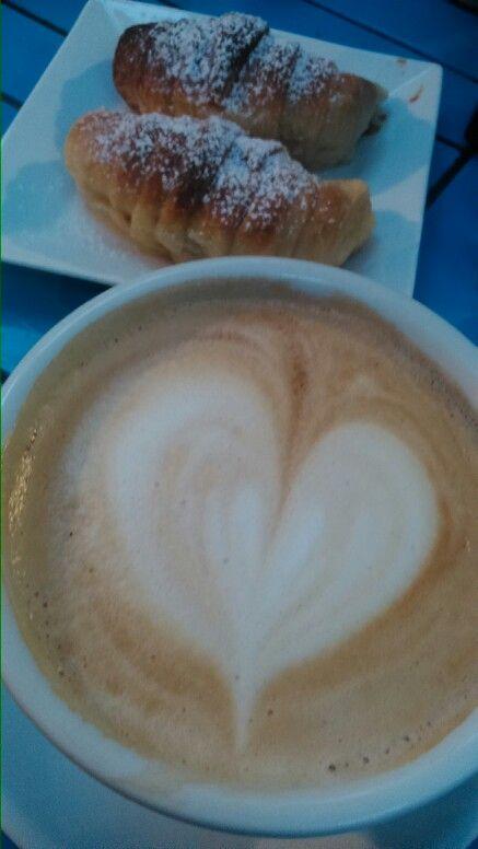Un latte cinnamon por la tarde con la grata compañía de un gran amigo