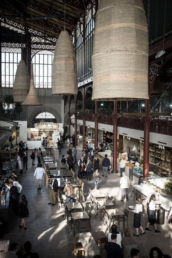The Central Market of Florence.  3000 square meters, 500 seats, 12 shops, the Chianti Classico Consortium and much more in Florence.