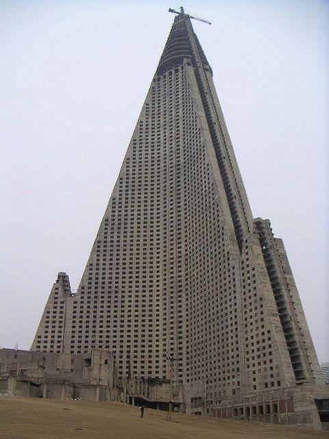 Le Ryugyong Hotel à Pyongyang – Corée du Nord