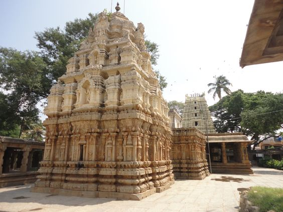 File:Rear view of shrine with ornate sikhara, mantapa half pillars and gopura of Someshwara Temple at Kolar.jpg