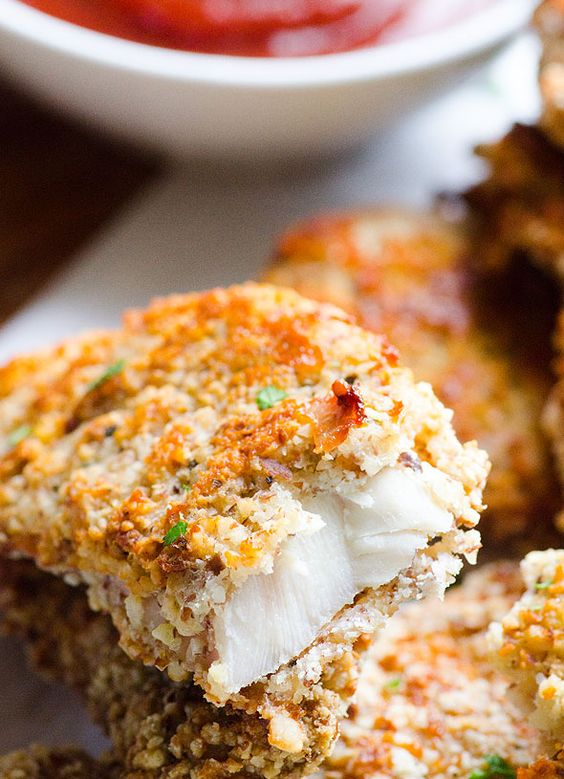 A clean eating version of chicken strips that are baked instead of fried, and coated in ground almonds in place of breadcrumbs.