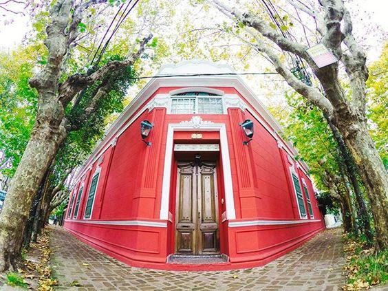 Casa en la esquina en Olivos 👍🌿🏡 #architecture #house #design #town #street #art #symmetry #gopro #goprolife #goprooftheday #vsco #vscocam #goprouniverse #photooftheday