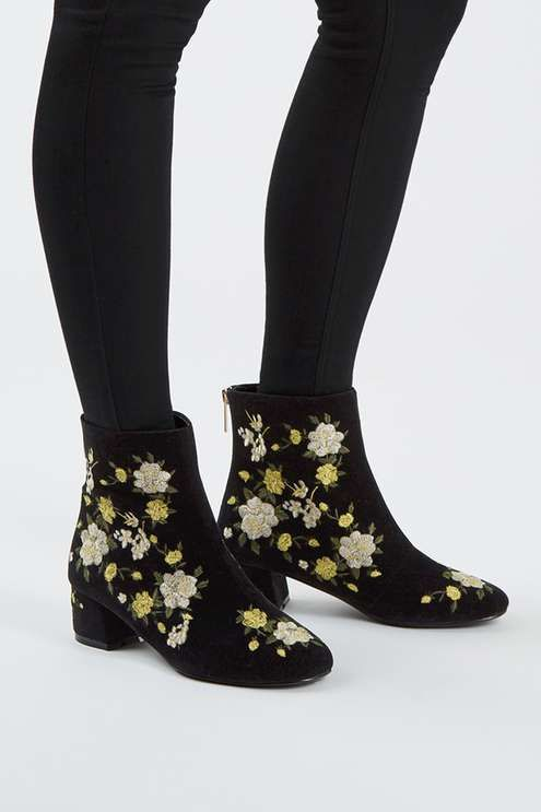 The BLOSSOM embroidered boots are a fresh pick for Autumn. Fully embellished in a gorgeous white & yellow flower embroidery, this black heeled boot is a lovely finish to an all-black outfit.