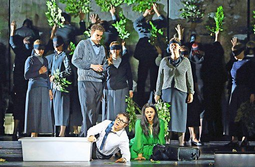 """Calixto Bieito has staged the rarely performed opera """"La Juive"""" by Fromental Halévy for the Munich Opera Festival."""