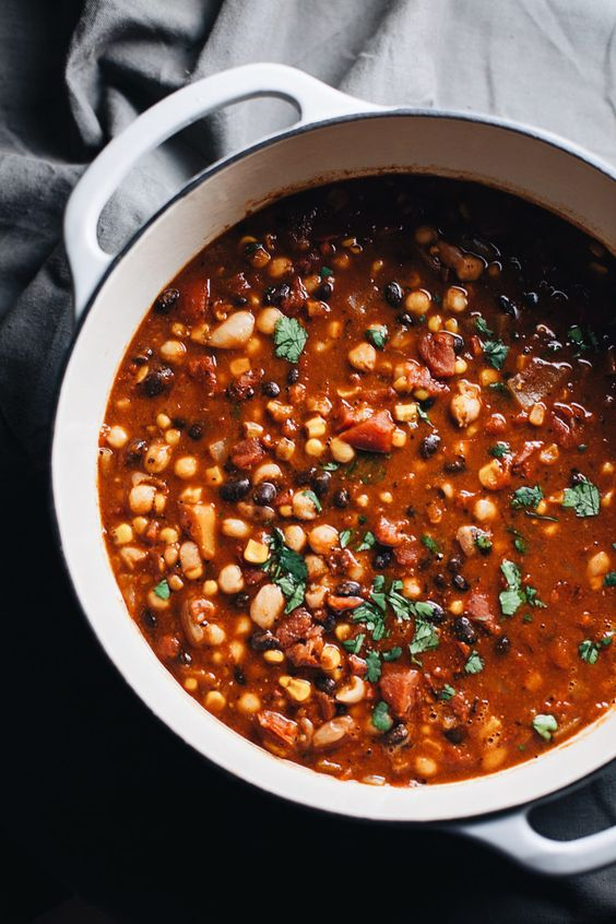 One Pot Vegetarian Bean Chili - an easy vegetarian soup that is perfect for fall/winter. Satisfying flavors and simple ingredients make up this delicious healthy chili! | asimplepalate.com #asimplepalate #chili #vegetarianchili #vegetariansoup #soup #fallsoup #wintersoup