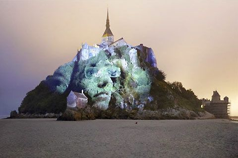 Projection mapping in trees by French photographer Clement Briend (5):