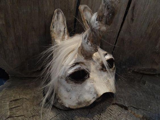 Maskerade-Masken Papier Pappmache Pferd Einhorn von MiesmesaBerni